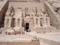 169_Friedrich_devant_le_temple_de_Ramses_II__Abu_Simbel_le_24_09_08.jpg